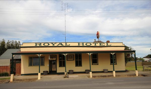 Royal Hotel Snake Valley - Redcliffe Tourism