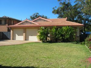 Seawest - Hawks Nest Accommodation - Redcliffe Tourism