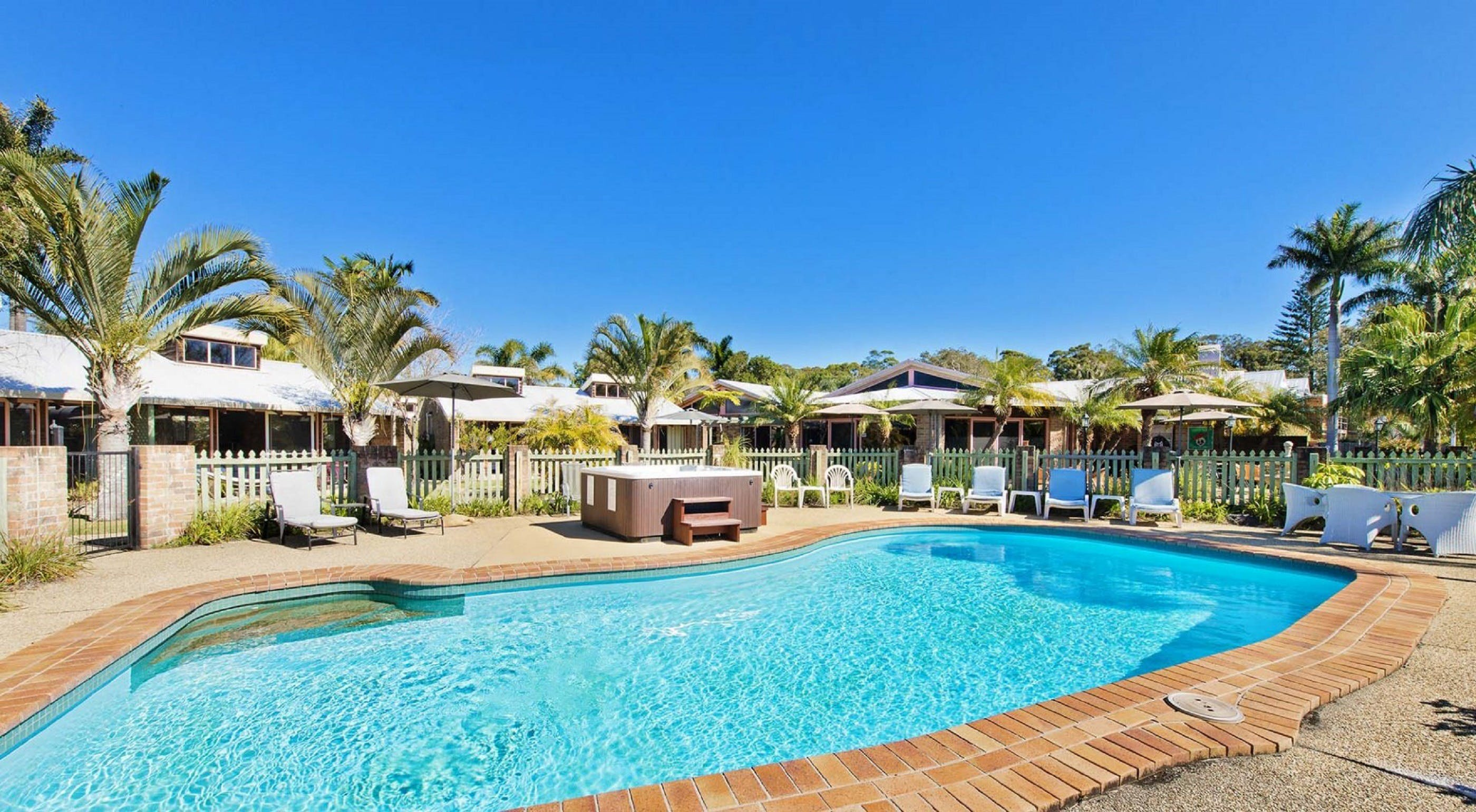 Crescent Head Resort And Conferance Centre - Redcliffe Tourism