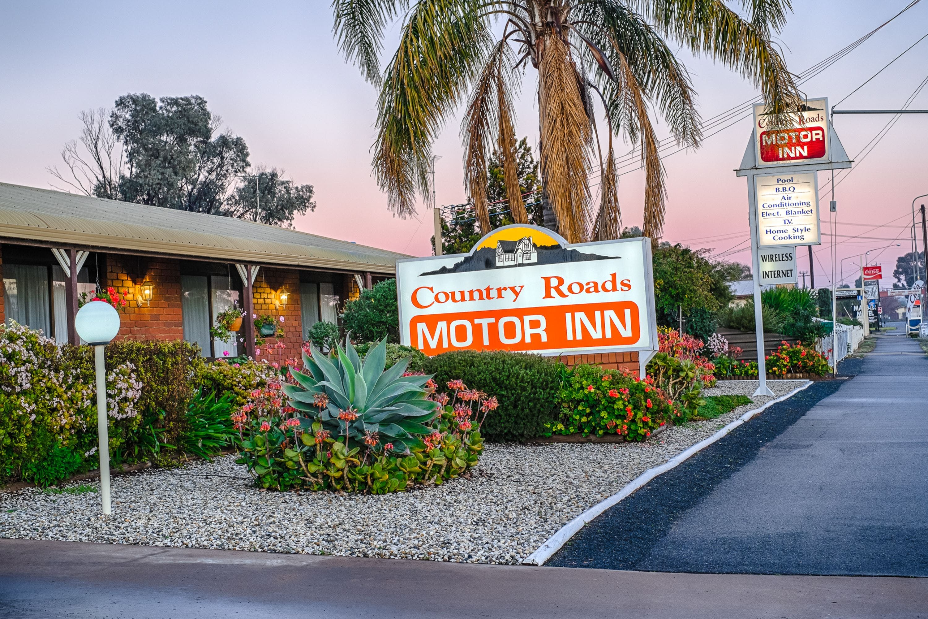 Country Roads Motor Inn - Redcliffe Tourism