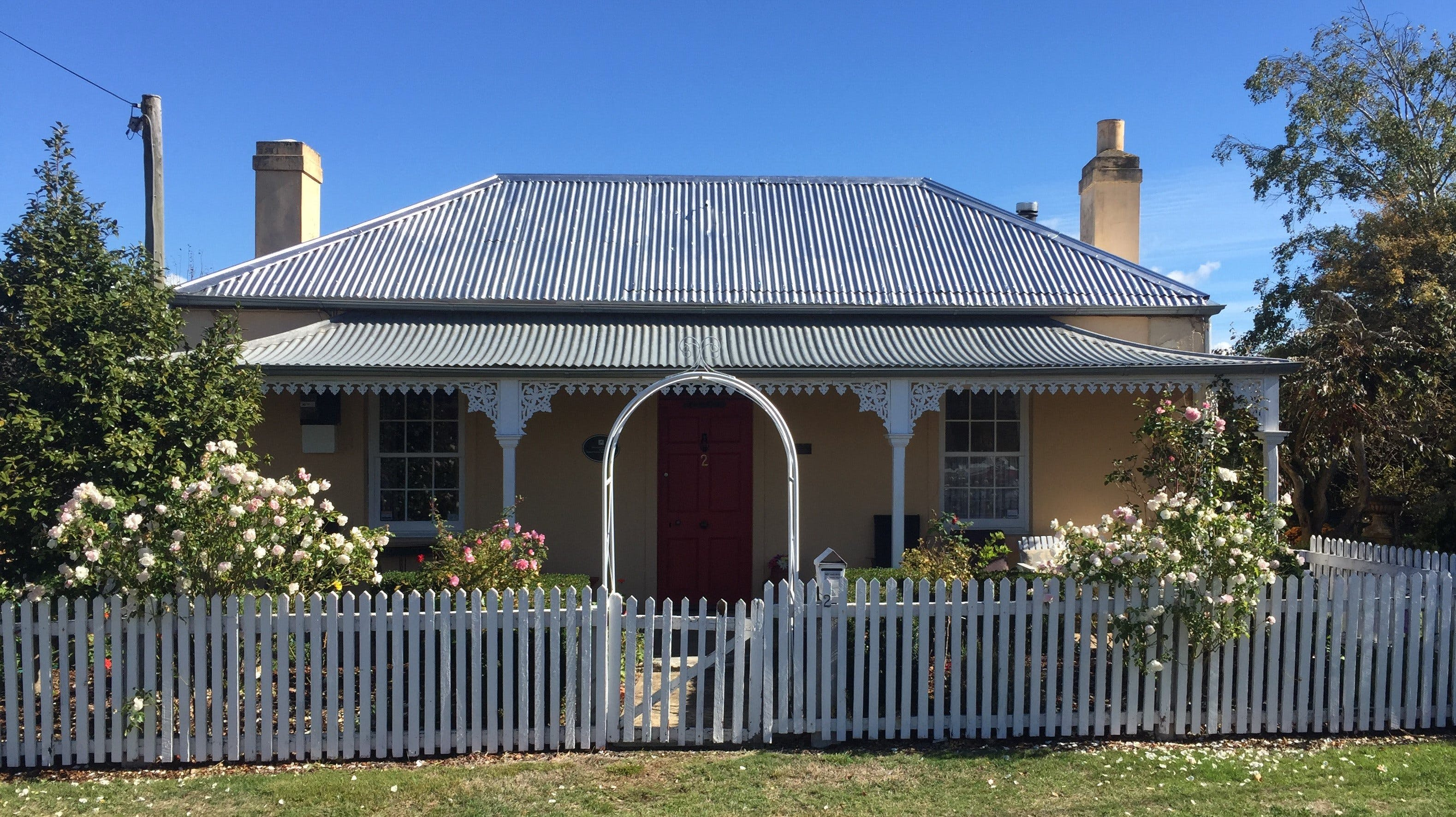 Bellamona - Cosy Georgian Cottage - Redcliffe Tourism