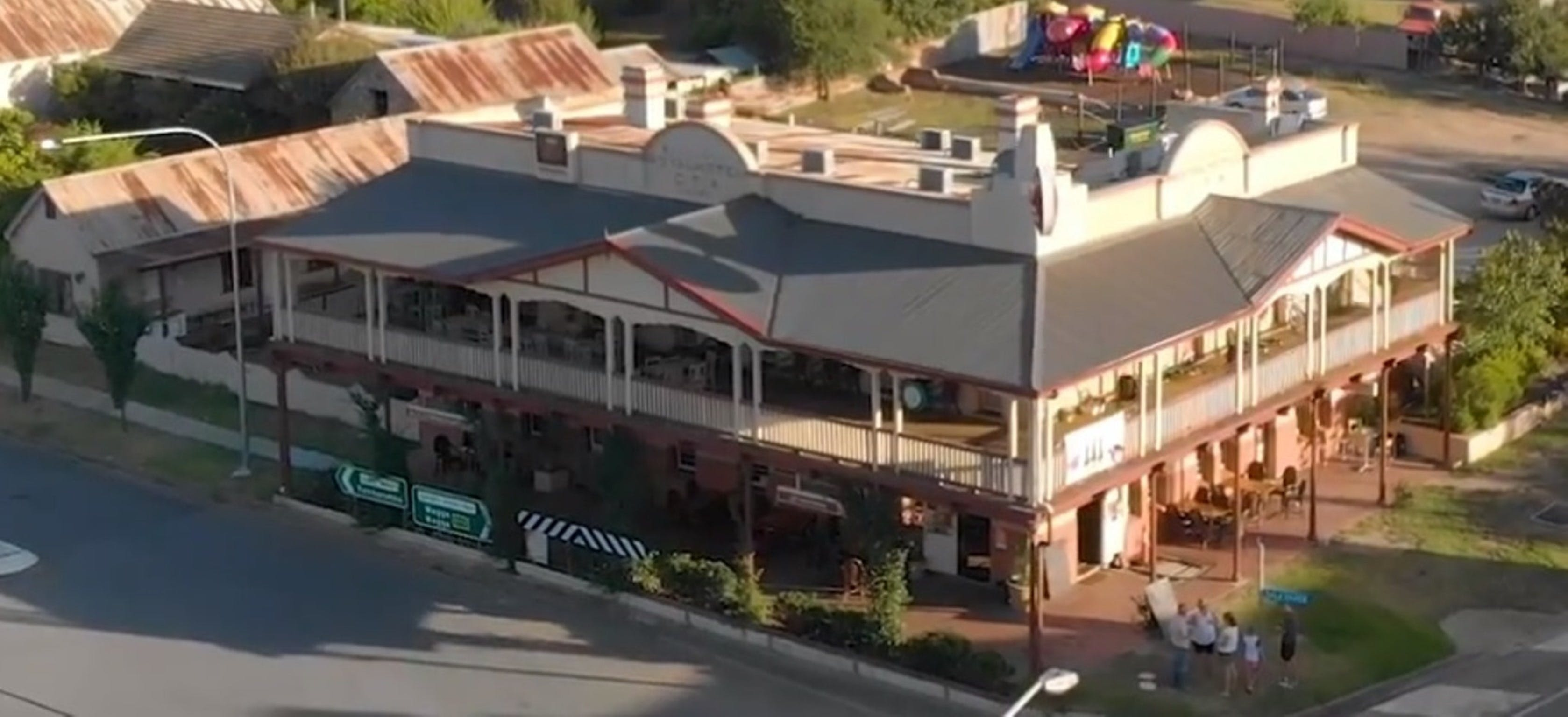 Royal Hotel Adelong - Redcliffe Tourism