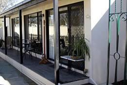 Courtside Cottage Bed and Breakfast - Redcliffe Tourism