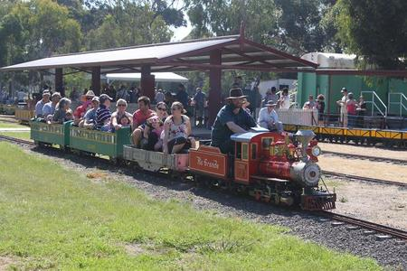Altona Miniture Railway - Redcliffe Tourism