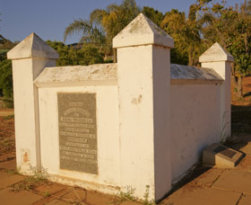 Morrell Memorial - Redcliffe Tourism