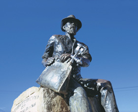 Paddy Hannans Statue - Redcliffe Tourism