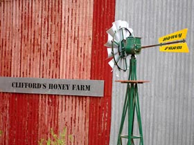 Clifford's Honey Farm - Redcliffe Tourism