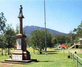 Maroon State School War Memorial - Redcliffe Tourism