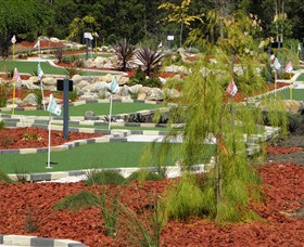 18 Hole Mini Golf - Club Husky - Redcliffe Tourism