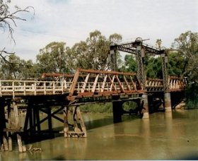 Swan Hill - Murray River Road Bridge - Redcliffe Tourism