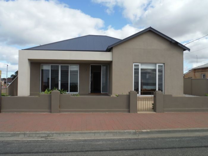 Stansbury Beach House - Redcliffe Tourism