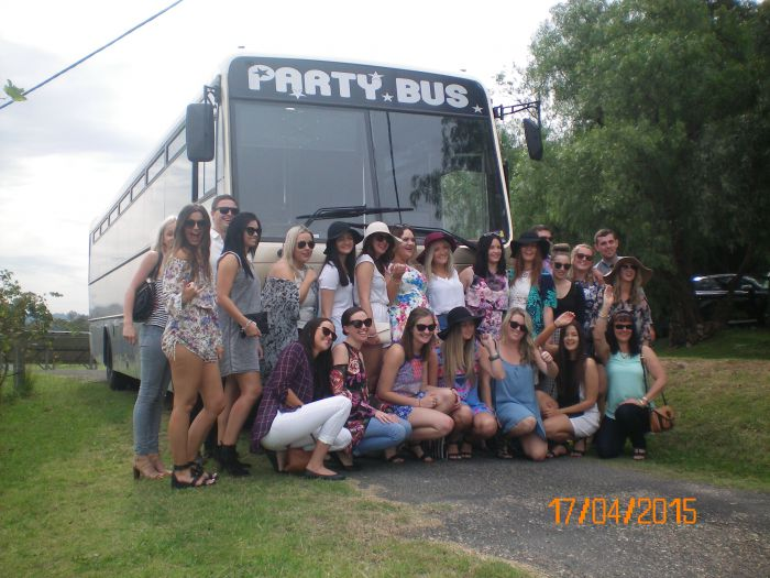 R  R Bus and Leisure Hire - Redcliffe Tourism