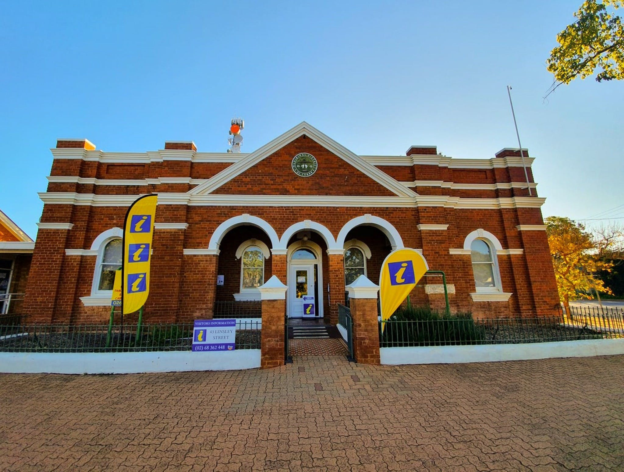 Cobar Visitor Information Centre - Redcliffe Tourism