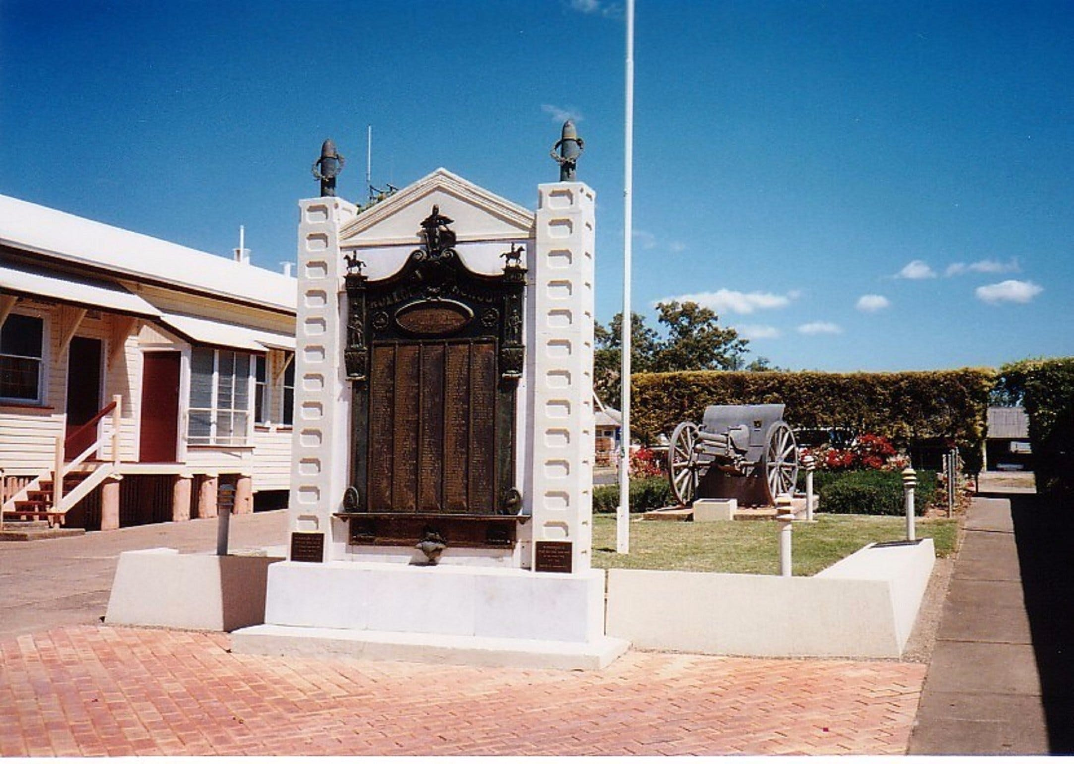Gayndah War Memorial - Redcliffe Tourism