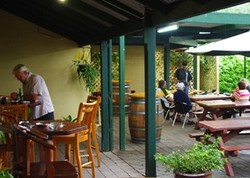Bird In Hand Inn - Redcliffe Tourism