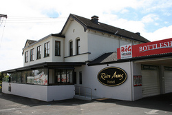 River Arms Hotel - Redcliffe Tourism