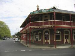 Ryans Hotel - Redcliffe Tourism