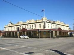 Soden's Australia Hotel - Redcliffe Tourism