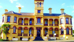 The Queenscliff Historic Royal Hotel - Redcliffe Tourism