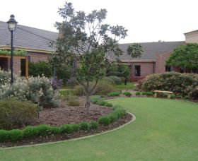 Camden Lakeside Country Club - Redcliffe Tourism