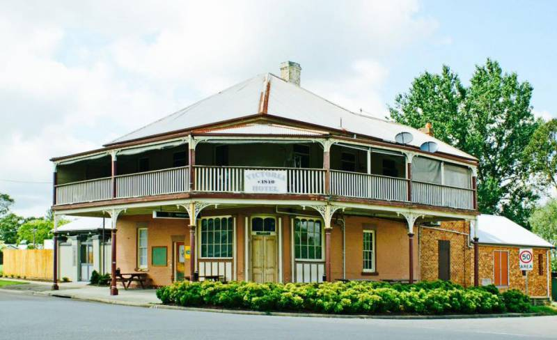 The Victoria Hotel Hinton - Redcliffe Tourism