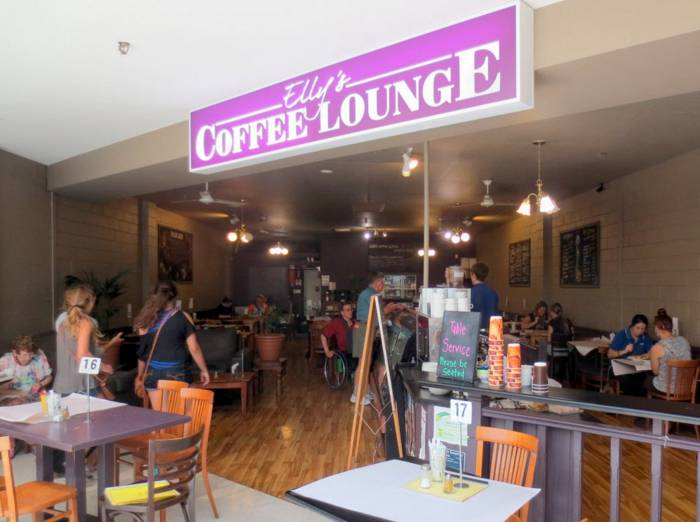Live music at Roths Wine Bar - Redcliffe Tourism
