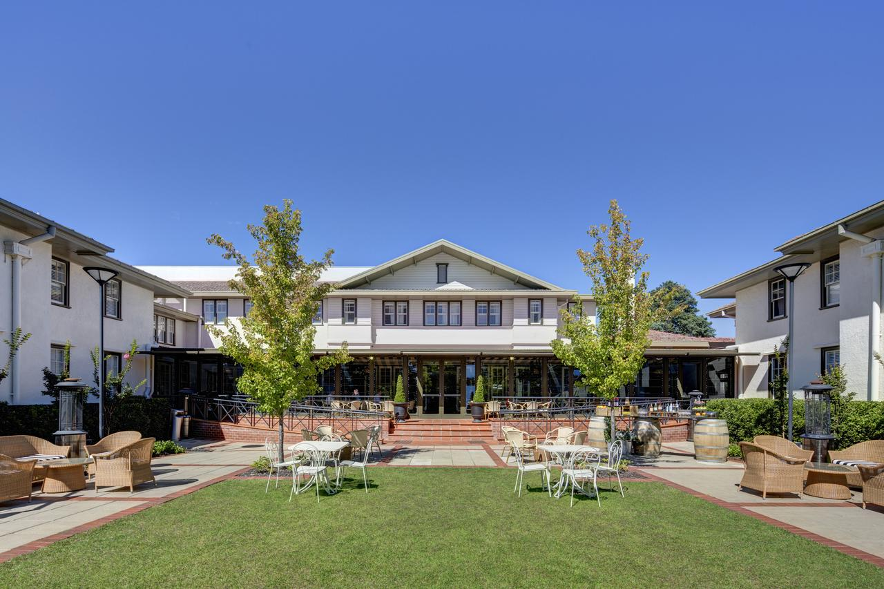 Hotel Kurrajong Canberra - Redcliffe Tourism