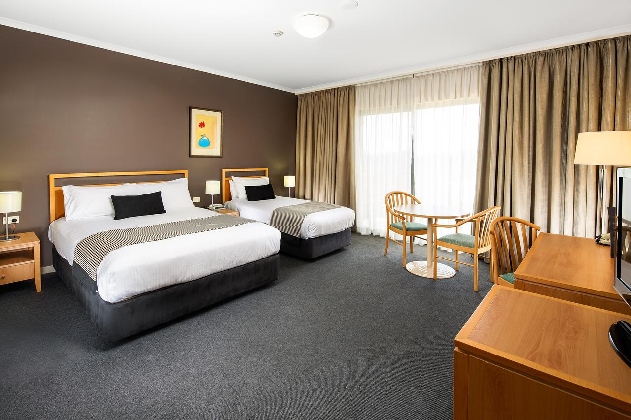 The Woden Hotel - Redcliffe Tourism