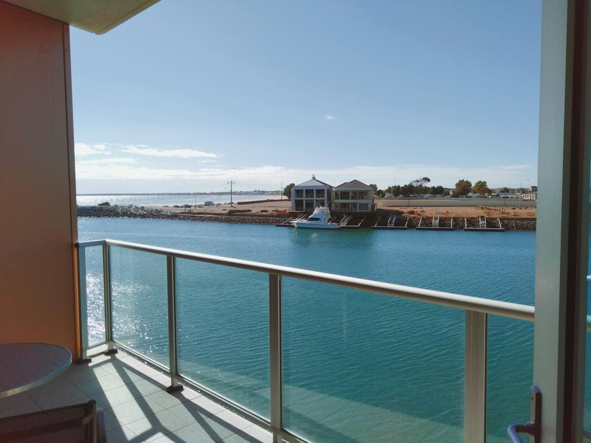 Wallaroo Marina Executive Apartments - Redcliffe Tourism