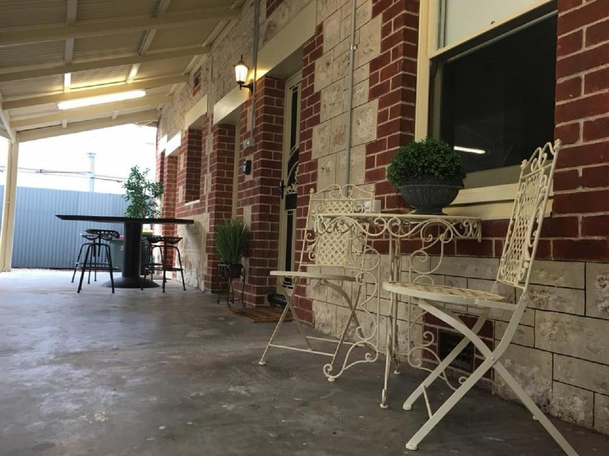 Two Cow Cottage Bed  Breakfast - Redcliffe Tourism