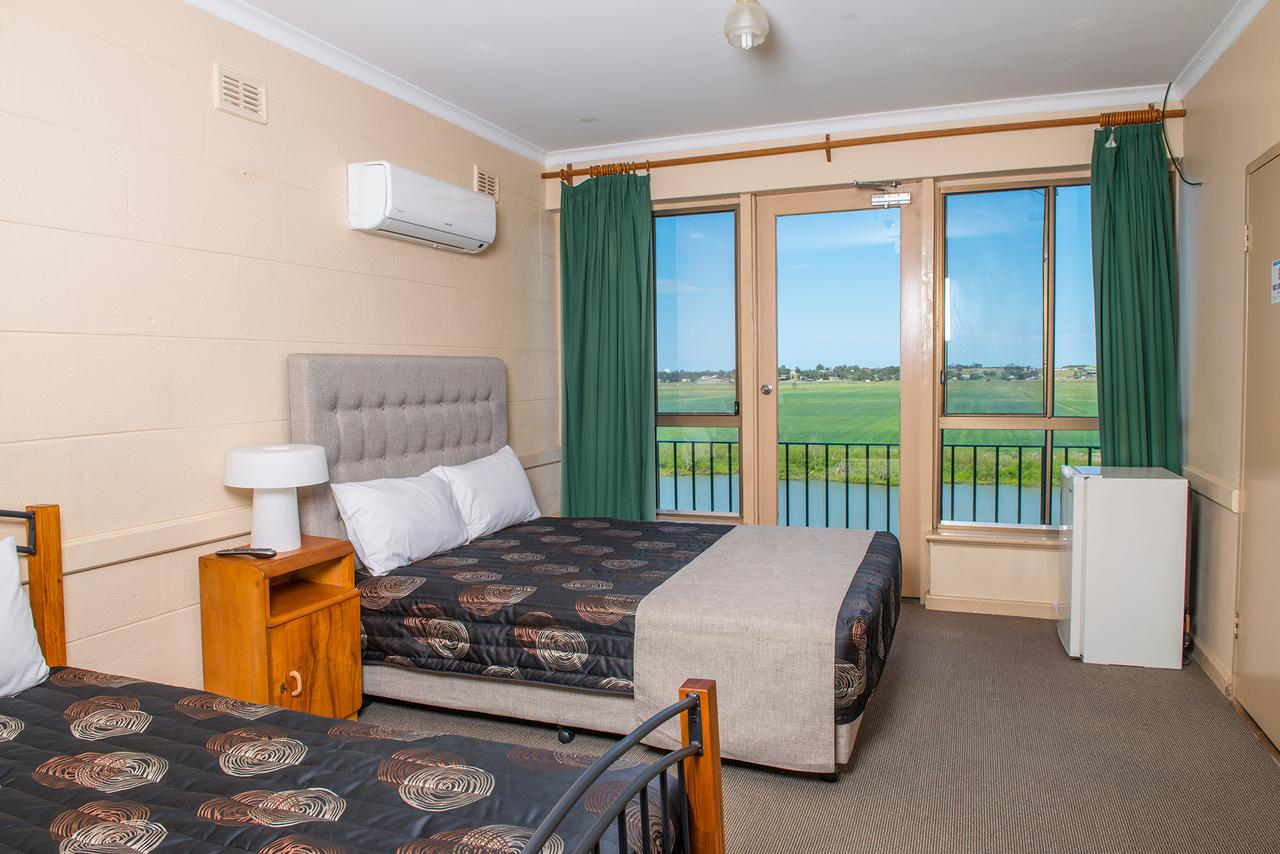 Tailem Bend Riverside Hotel - Redcliffe Tourism