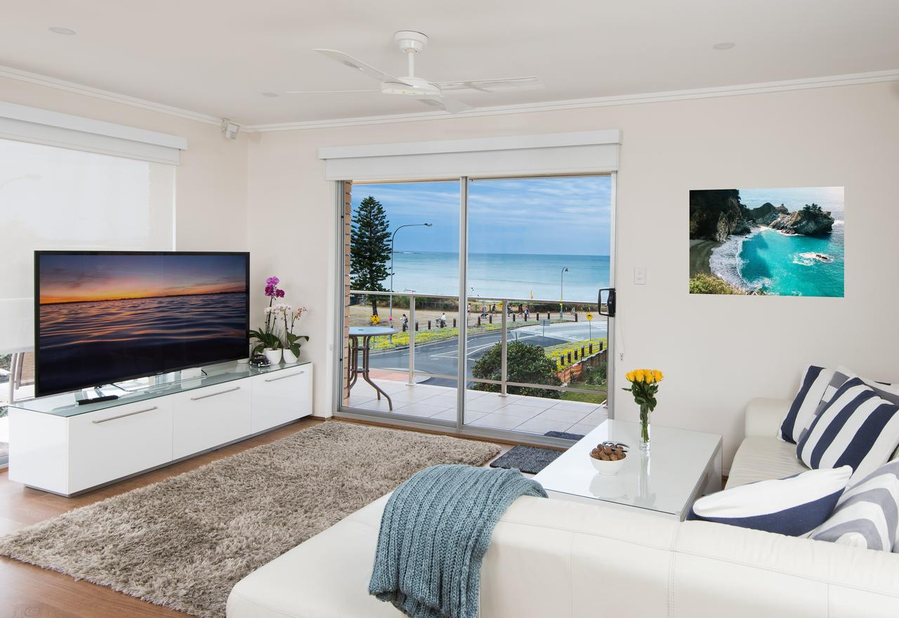 Stylish 3 Bedroom Beachview Apartment - Redcliffe Tourism