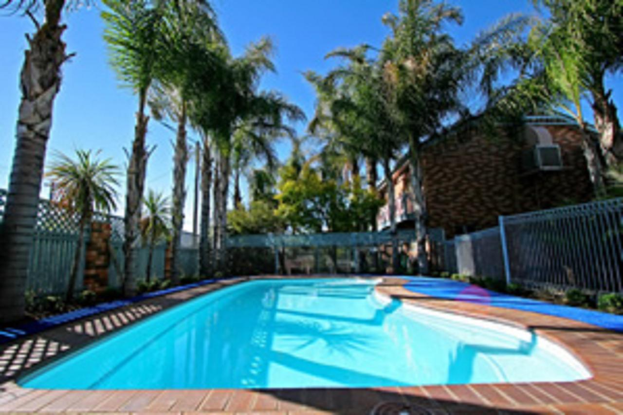 Cattlemans Country Motor Inn  Serviced Apartments - Redcliffe Tourism