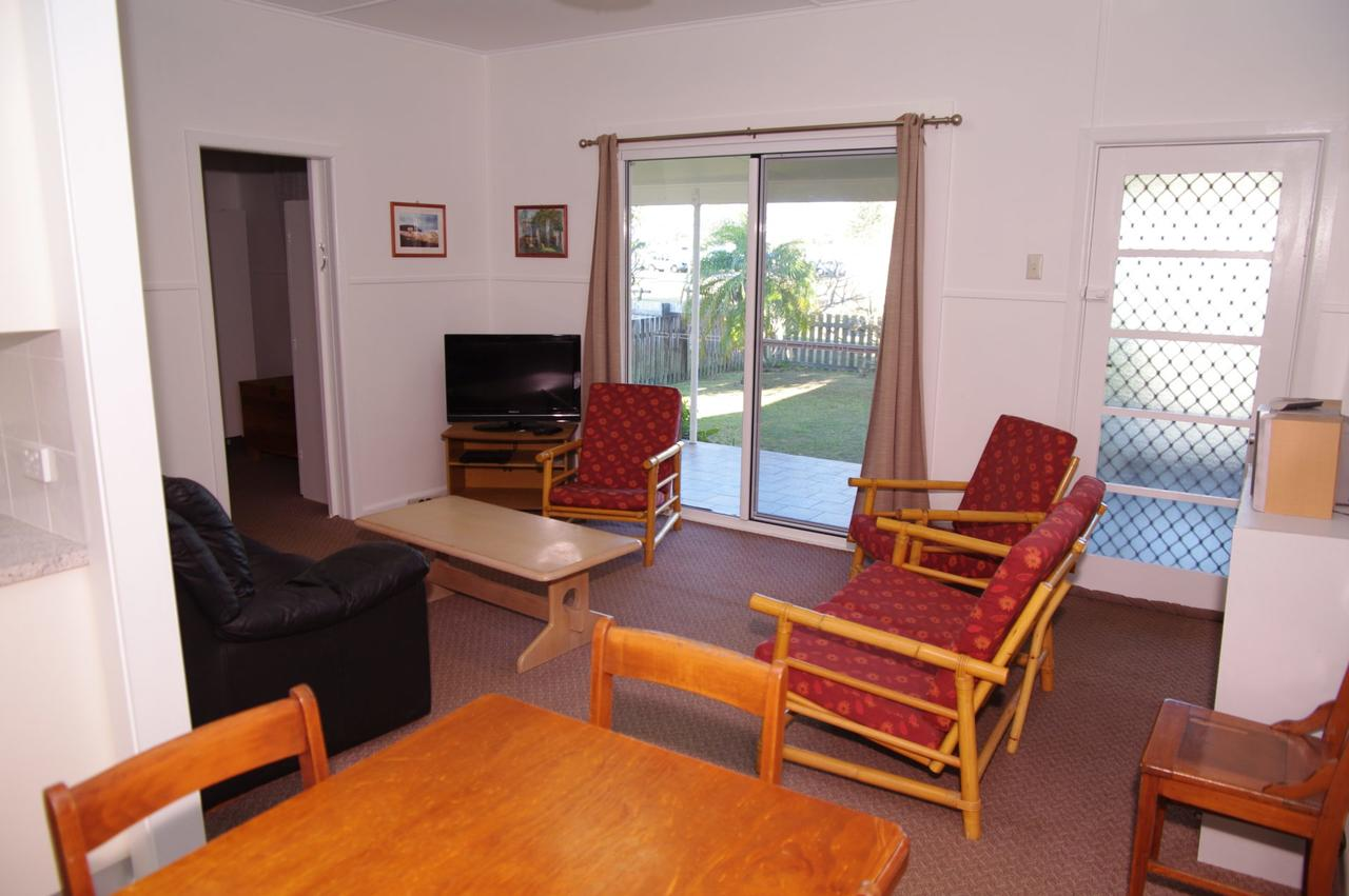 Fleur Cottage 7 Willow Street - Redcliffe Tourism