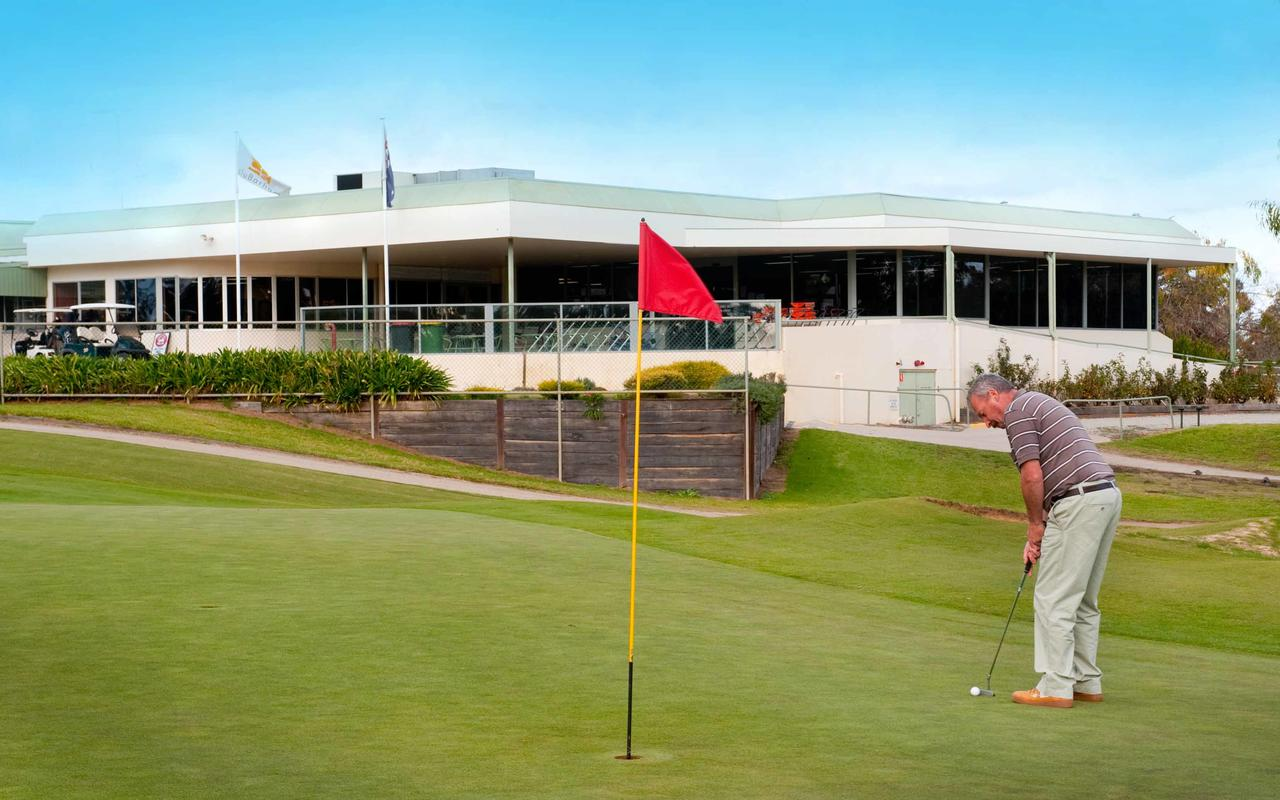 cluBarham Golf Resort - Redcliffe Tourism