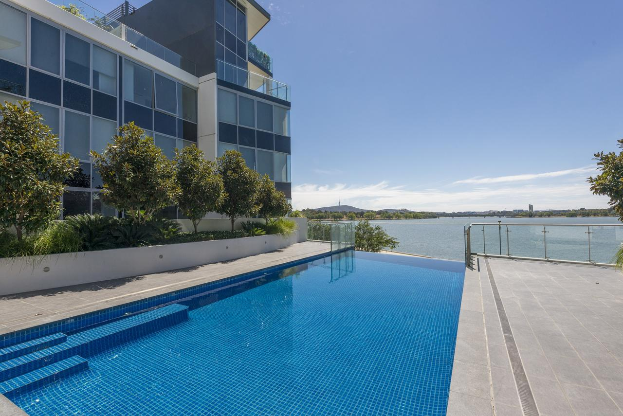 Accommodate Canberra - Lakefront - Redcliffe Tourism