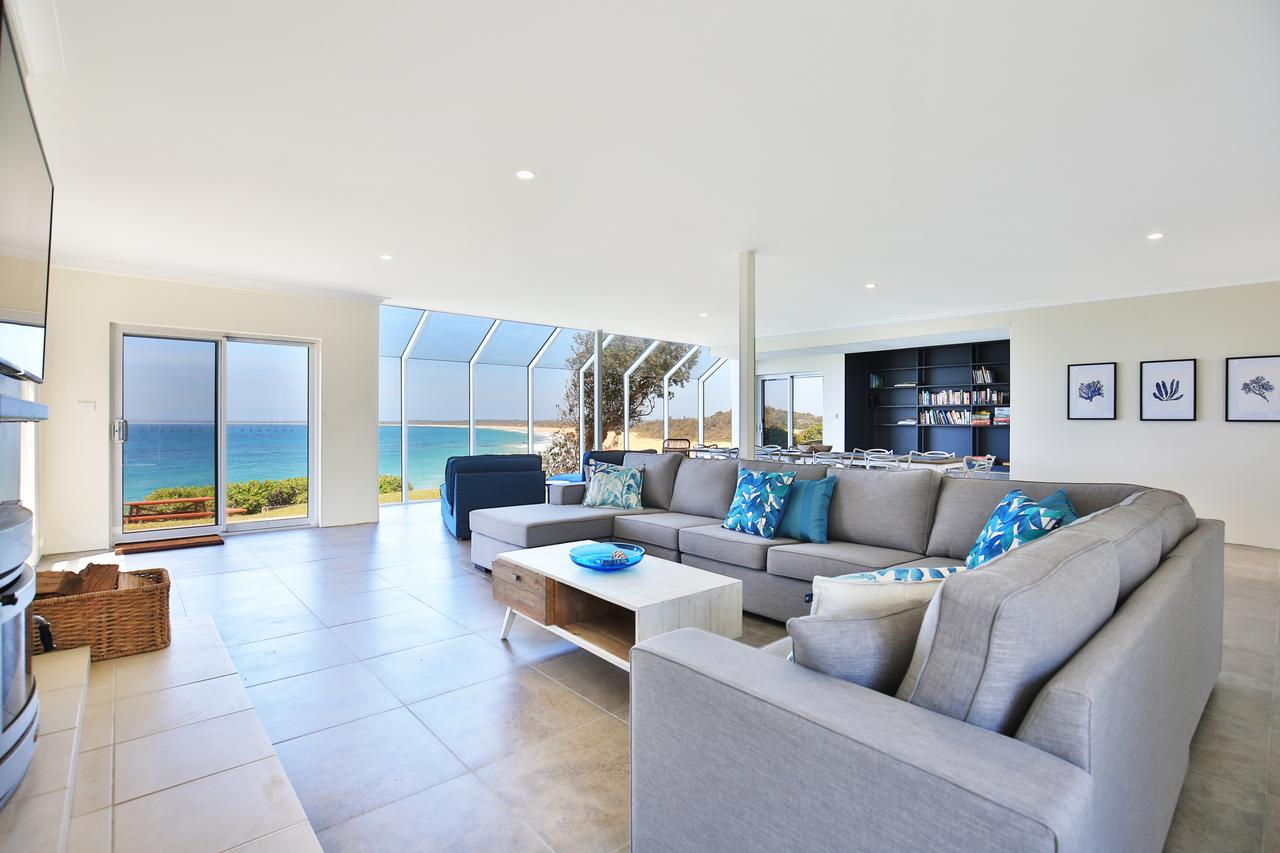 Neptune - Absolute Beachfront - Redcliffe Tourism