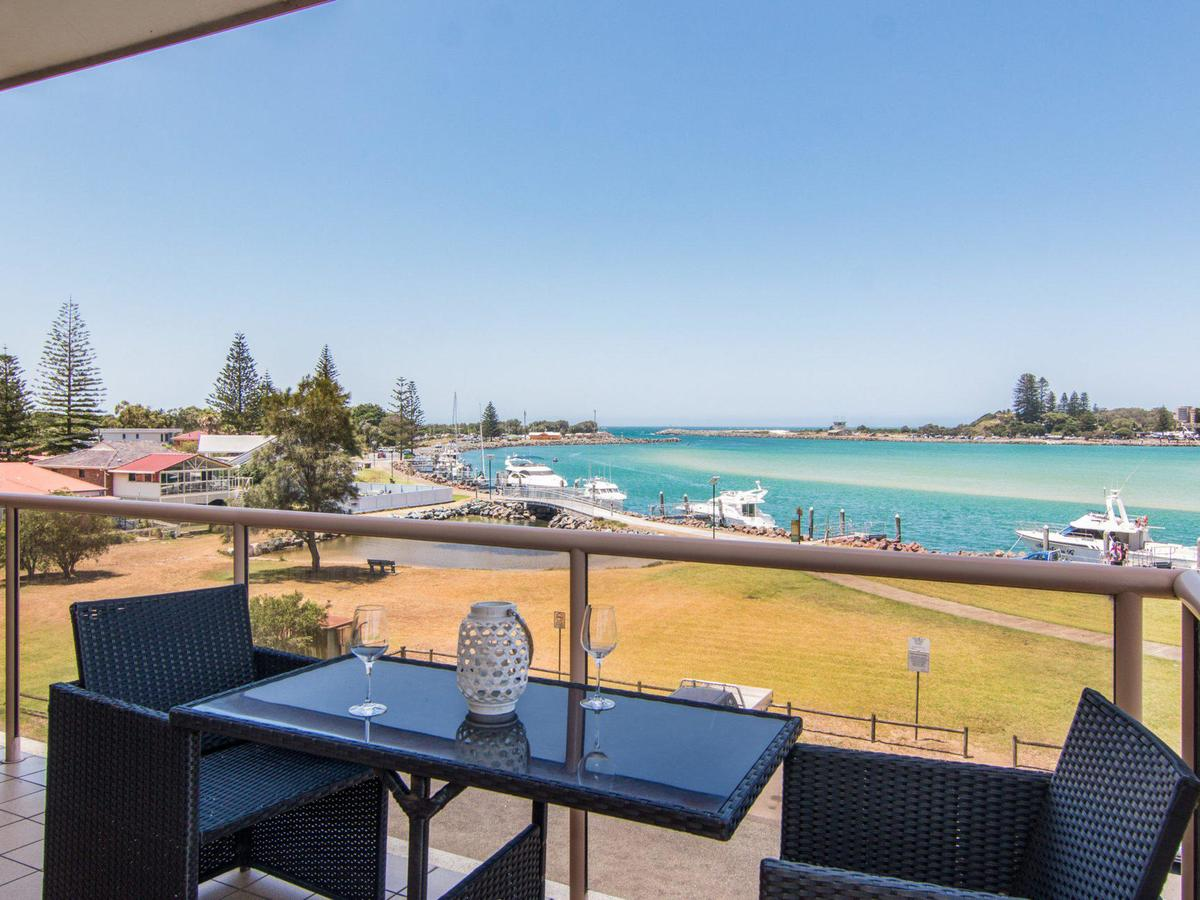 Shoreline 7 with 180 degree water views - Redcliffe Tourism