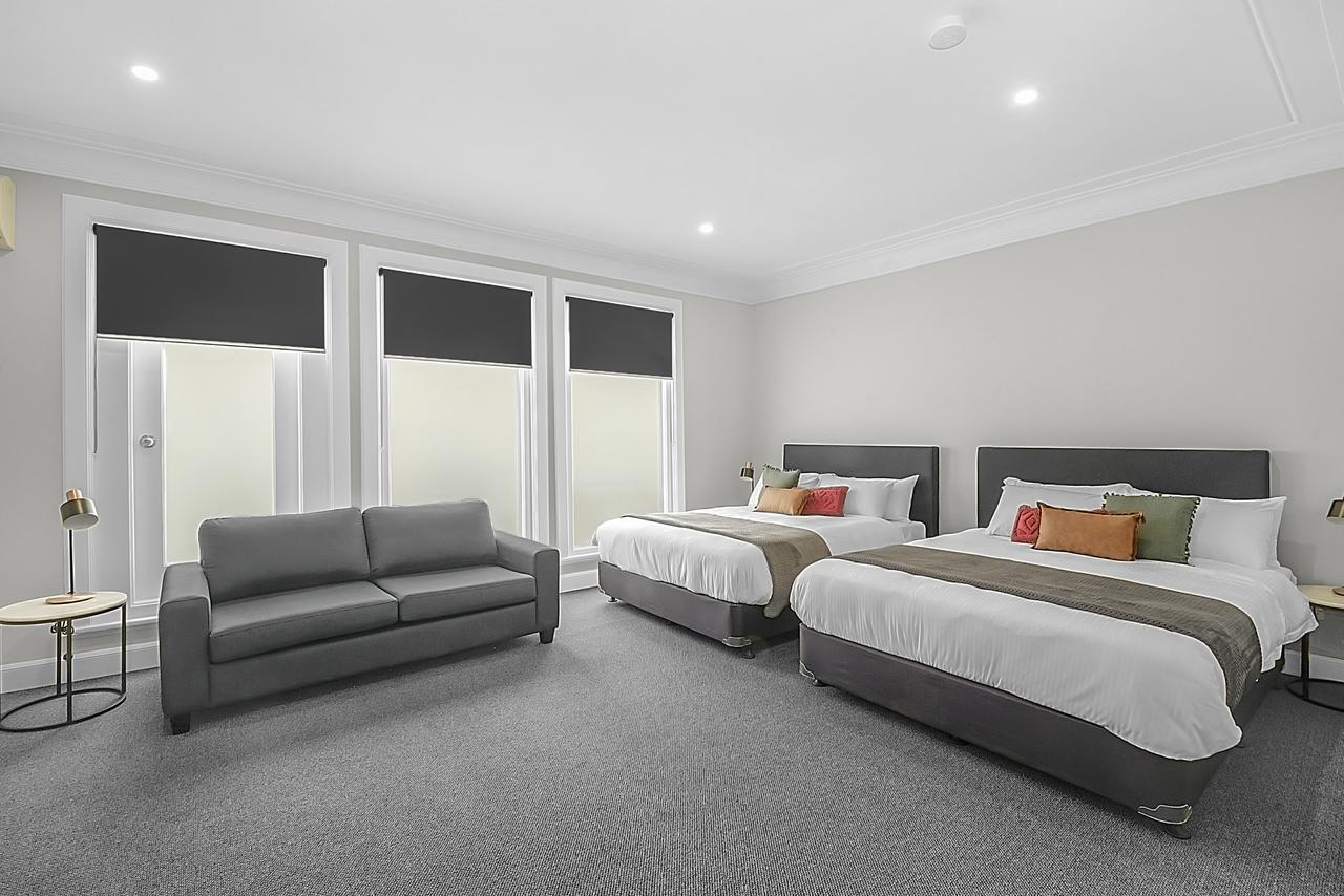 Horse and Jockey Hotel - Redcliffe Tourism