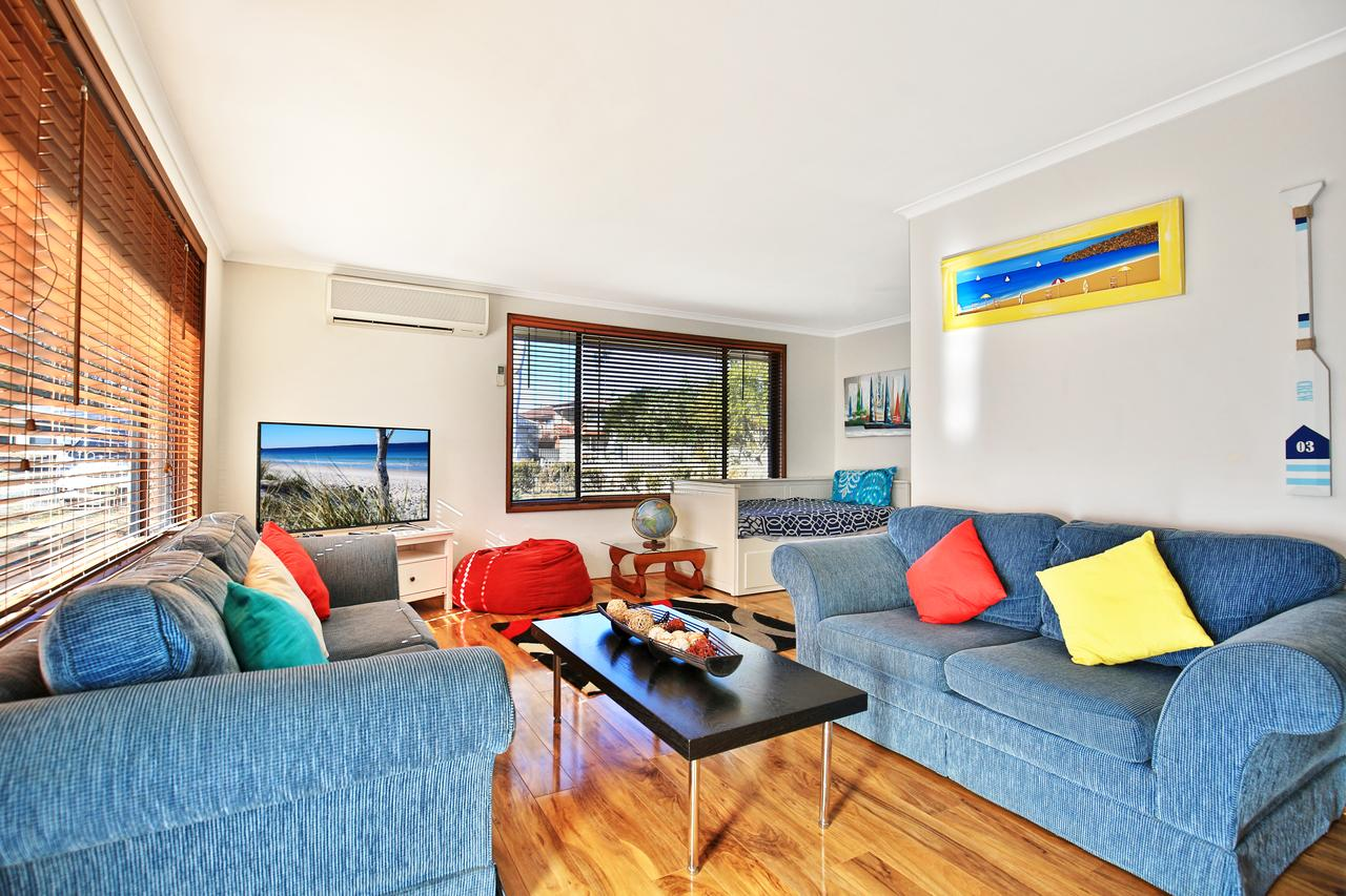Sandy Toes Beach House Jervis Bay - 2min to Beach - Redcliffe Tourism