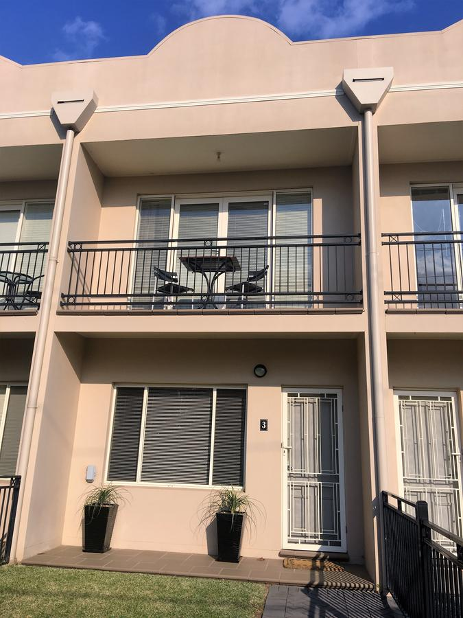Travers Street Apartment - Redcliffe Tourism
