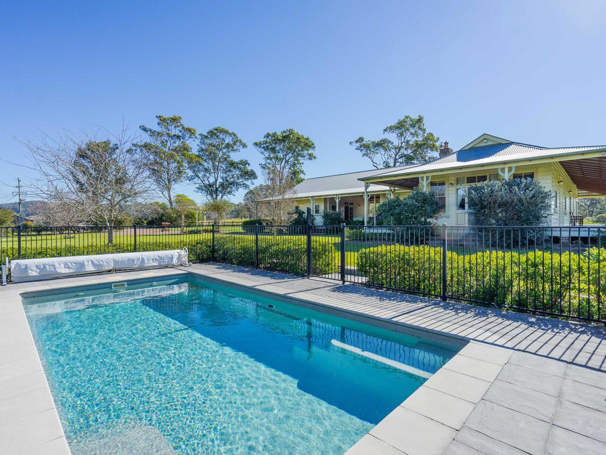Roscrea Homestead - Luxury Retreat - Redcliffe Tourism