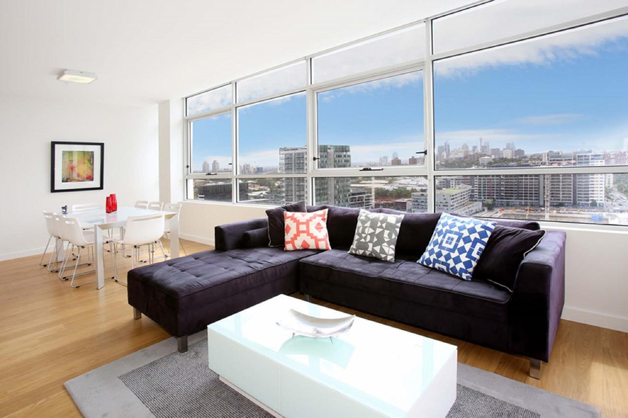 Gadigal Groove - Modern and Bright 3BR Executive Apartment in Zetland with Views - Redcliffe Tourism
