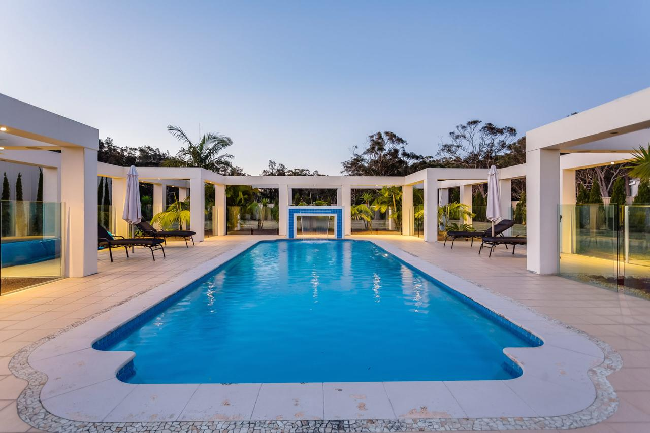 One Mile Mansion - Private Coastal Retreat FREE FAMILY ADVENTURE PASS - Redcliffe Tourism