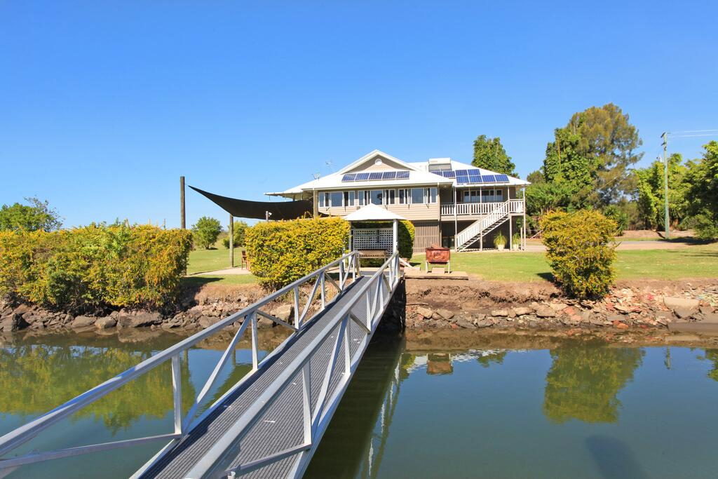 Campbell 7 - Large Queenslander on Maroochy River - Redcliffe Tourism