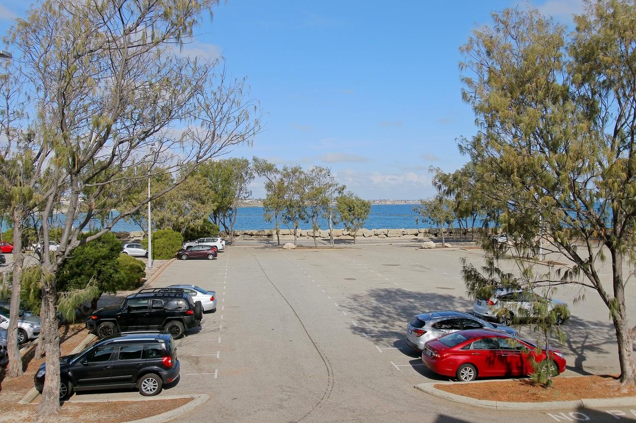 Hillarys Marina Apartment - Redcliffe Tourism