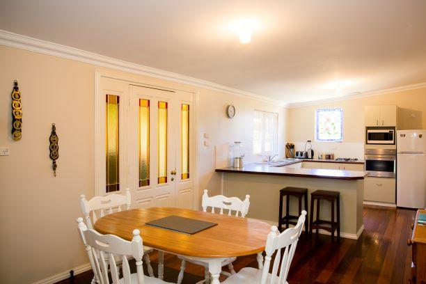Yvonnes Rest Holiday Home - Redcliffe Tourism