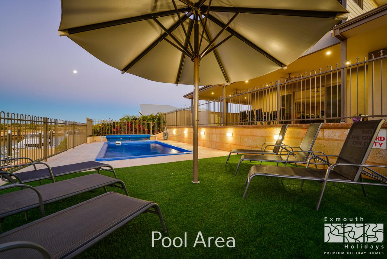 7 Kestrel Place - PRIVATE JETTY  POOL - Redcliffe Tourism