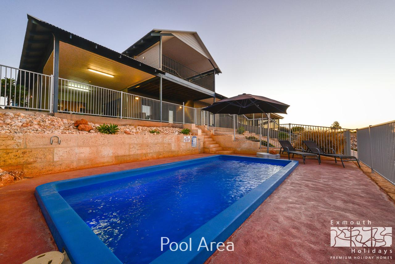 3 Kestrel Place - PRIVATE JETTY  POOL - Redcliffe Tourism