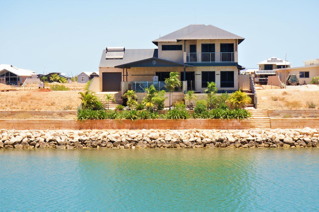 27 Corella Court - Exquisite Marina Home With a Pool and Wi-Fi - Redcliffe Tourism